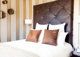 Hotel-de-charme-95-avec-jacuzzi-Chambre-Vue-sur-Ferme